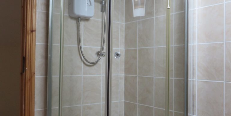 KH UPSTAIRS ENSUITE SHOWER